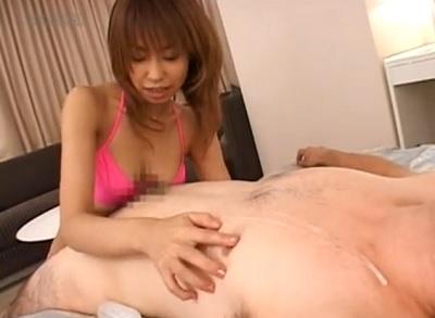 【小春】乳首責めパイズリが気持ち良すぎて、自分の首に精子がかかる大射精!
