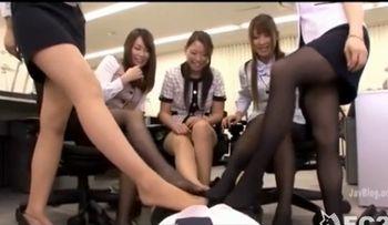美女集団OLのパンストコキで脚フェチには贅沢過ぎる射精!