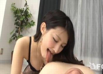 【水嶋あずみ】ドS痴女の寸止め手コキフェラに我慢できず暴発してしまった!