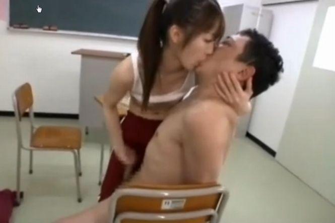【樹花凜】痴女教師のベロチュー寸止め手コキで早漏くんが暴発してしまう!