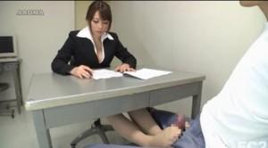 maki azusa 足コキで留置所の性欲処理