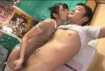 桜井あゆ 早漏M男を回春足コキでイカした後、スタッフまで痴女って手コキ大量射精させる