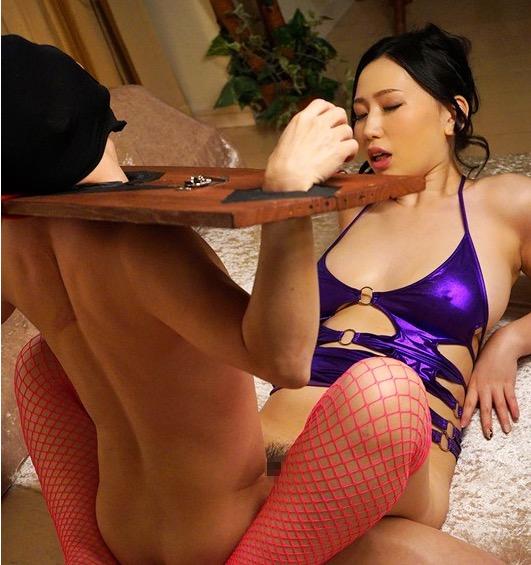佐山愛 巨乳痴女に拘束され身動き取れない状態で強制中出し射精させられる
