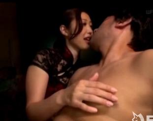 水野朝陽 ベロチューしながら乳首いじってちょっと手コキするだけで射精しちゃう早漏M男くん