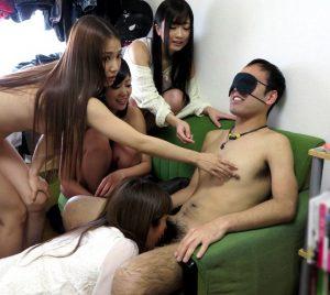 絶品痴女ギャル4人組が素人くんの自宅にお邪魔して暴れまくるハーレムプレイw大槻ひびき 琥珀うた さとう遥希 友田彩也香